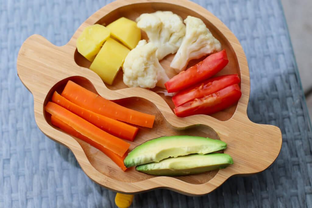 En BLW hay que cortar los alimentos en palos y tiras gruesas