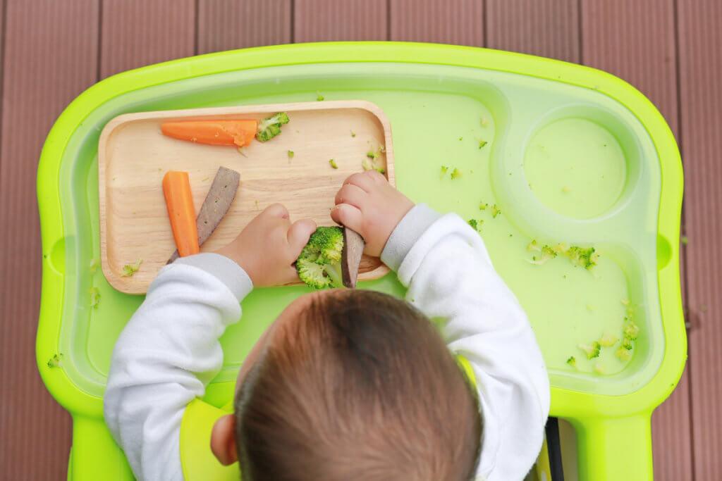 Tu peque se alimenta con sus manos con los alimentos que le apetezca comer