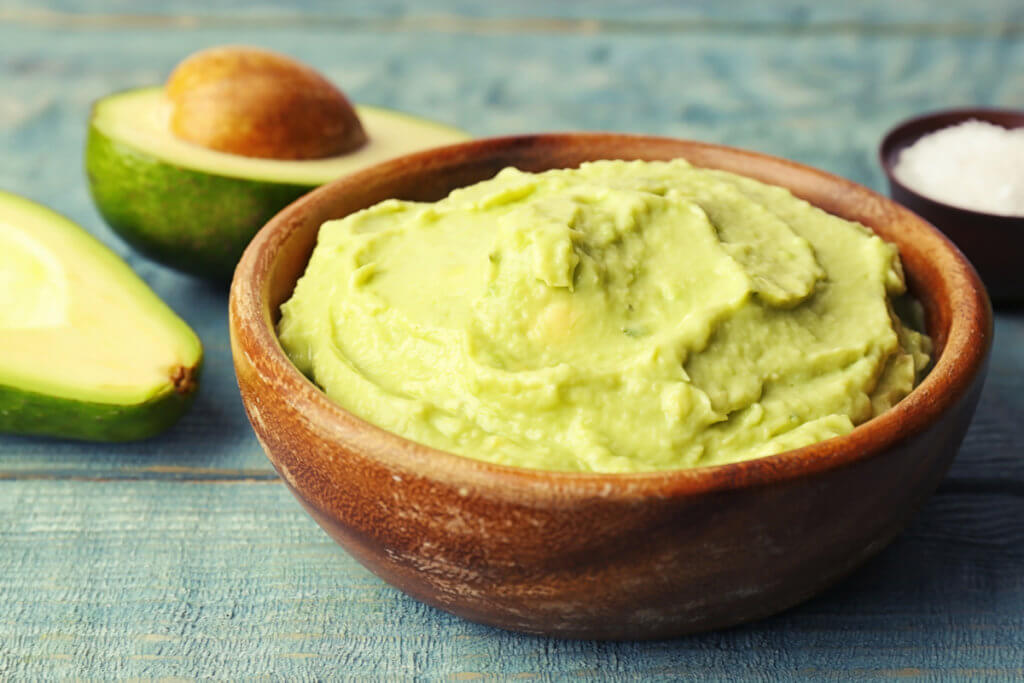 Receta fácil de guacamole suave para bebés