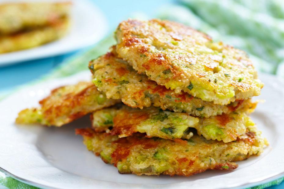 Receta de tortitas de brócoli, quinoa y queso para bebés
