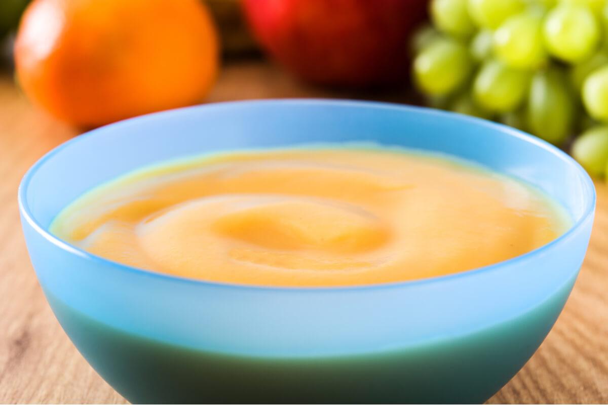 Papilla de manzana, uva y mandarina para bebés