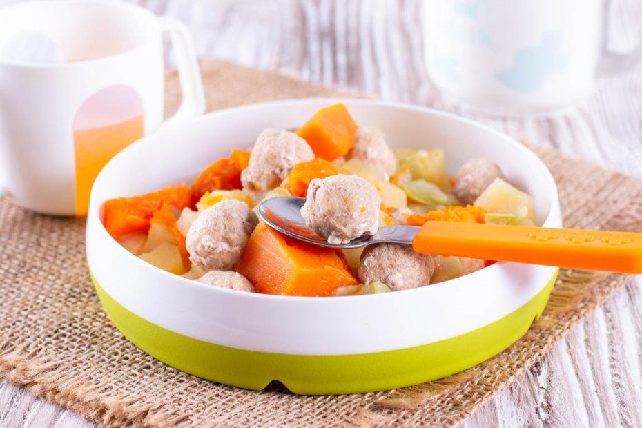 Receta de guiso de albóndigas de pollo con calabaza y patata para bebés