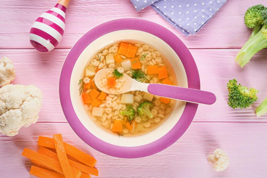 Receta de sopa de pasta y verduras para bebés